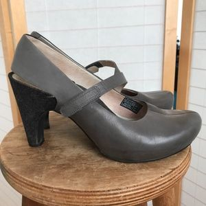 Size 10 Tsubo leather Mary janes blue denim heels